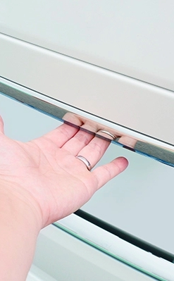 открытие багажника внешней кнопкой